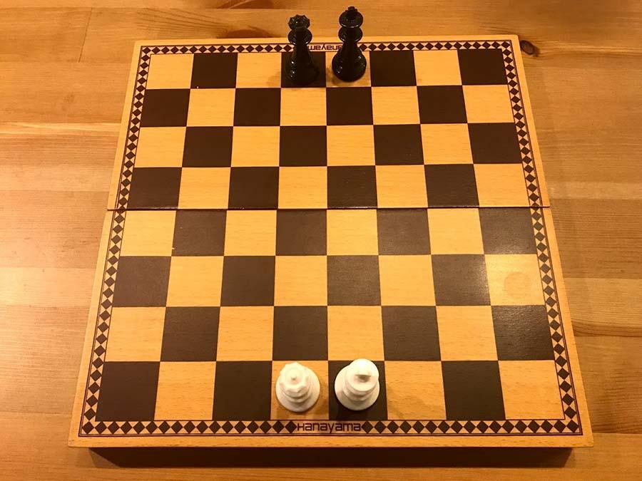 チェス キングとクイーン位置2