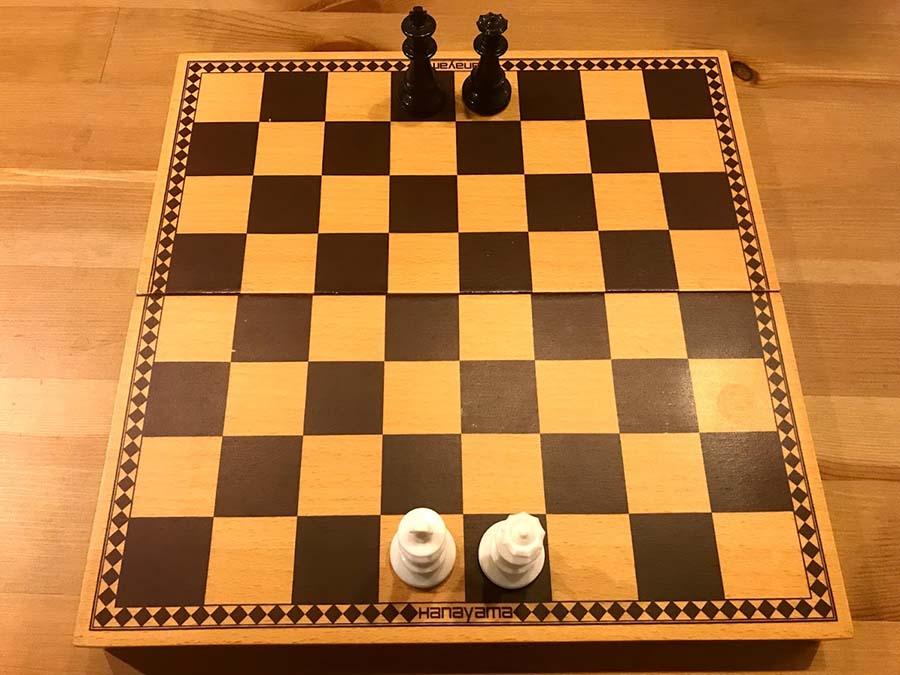 チェス キングとクイーン位置1