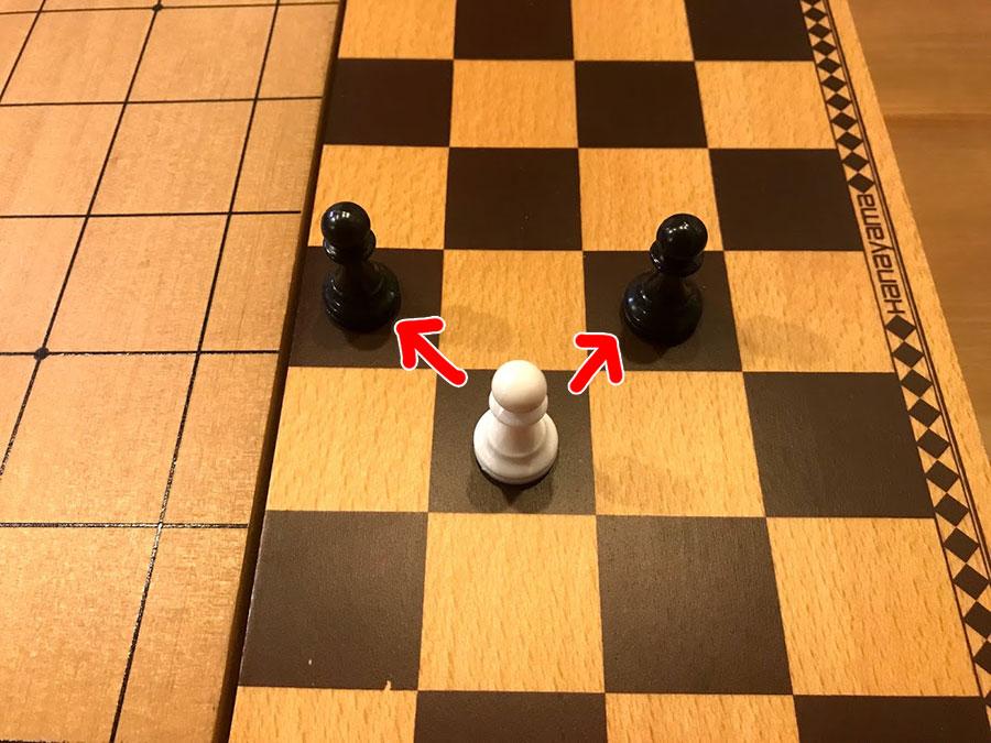 チェス ポーンの斜め前の駒は取れる